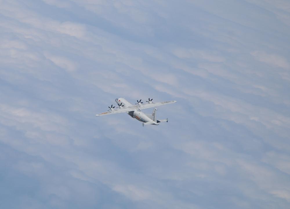 台防务部门1月31日公布的解放军运-8技侦机(同型机)照片