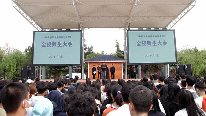 陕西一学校多名学生因迟到被扇巴掌 校方回应