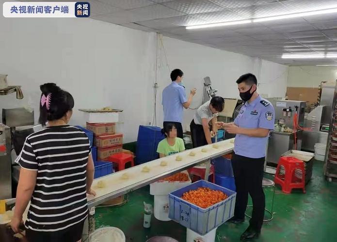 """广州公安侦破""""9·08""""特大生产销售假冒知名品牌月饼专案"""