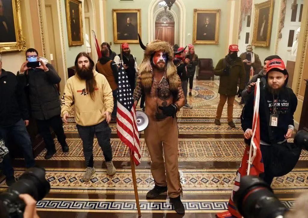 特朗普支持者冲进国会。