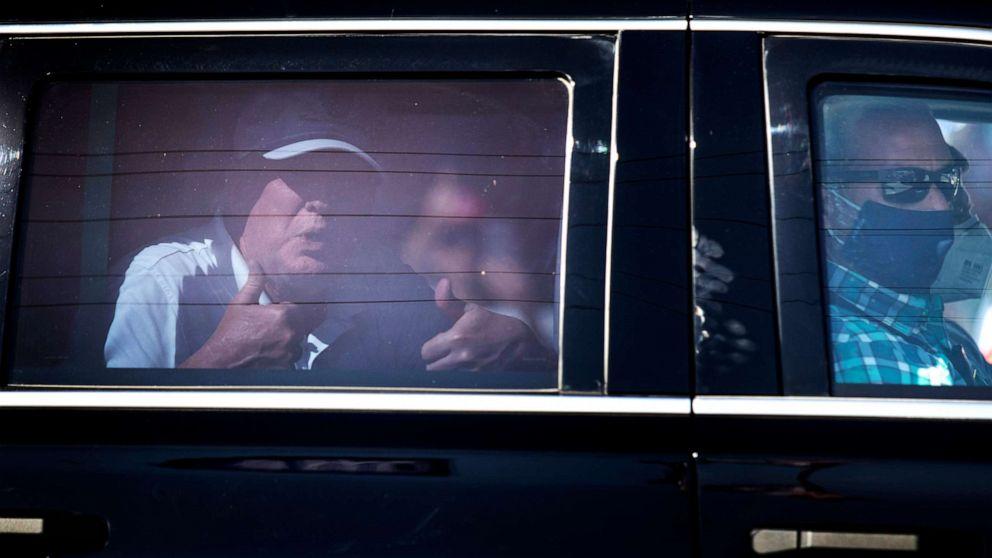 被判无罪后首次露面!刚打完高尔夫的特朗普路过支持者集会,车内竖起大拇指 2021-02-16 08:48 环球网 【环球网报道】据美国广播公司(ABC)报道,当地时间2月15日,刚打完高尔夫球的美国前