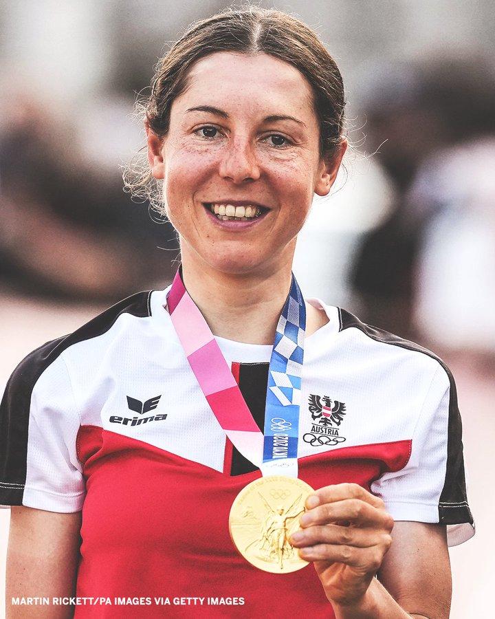(基森霍费尔赢得东京奥运女子自行车公路赛金牌。图源 外媒)