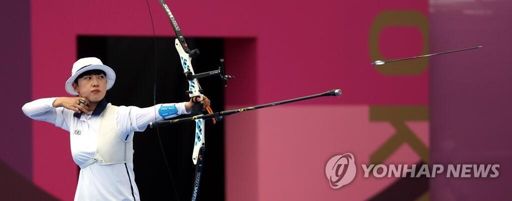 7月30日,东京奥运会射箭女子个人赛决赛,韩国选手安山开弓射箭