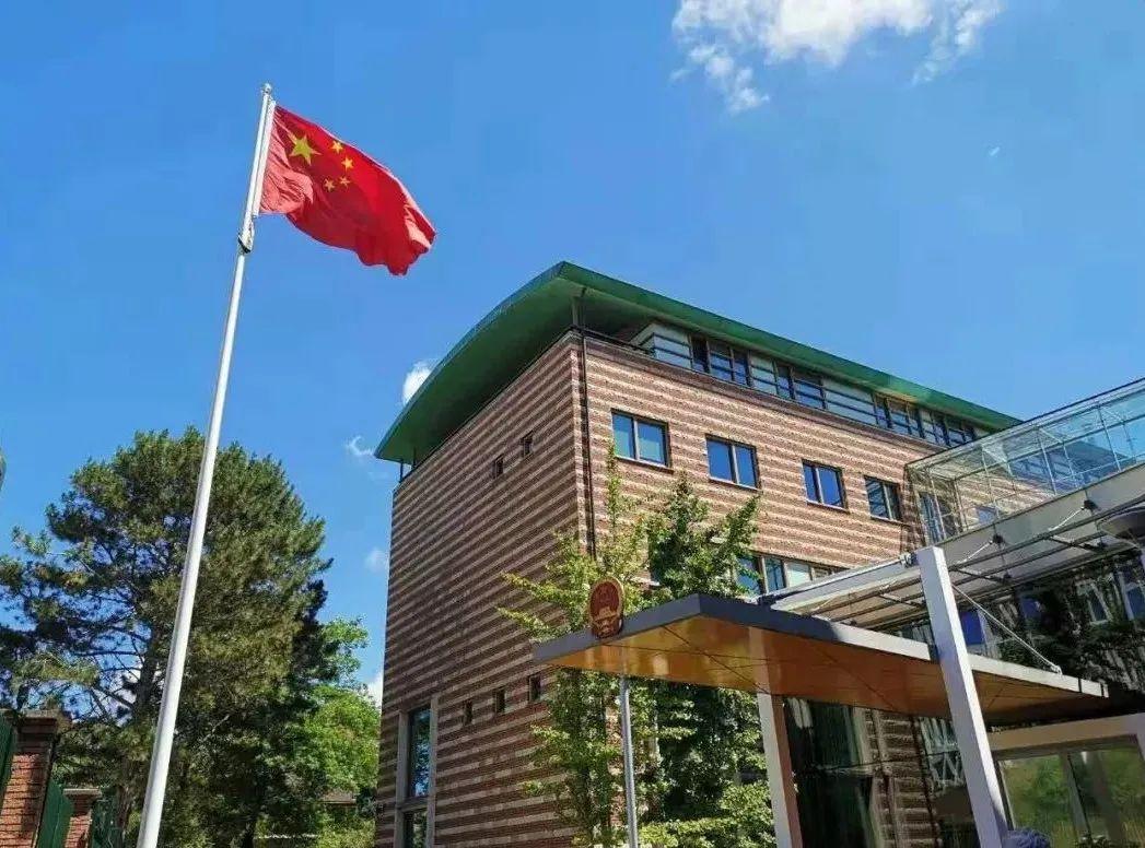 今天凌晨你熟睡时,中国大使们出手! 2021-03-24 08:28 环球网微信公众号 3月22日,欧盟基于谎言和虚假信息,以所谓新疆人权问题为借口对中国有关个人和实体实施单边制裁。22日,驻荷兰大使